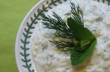 tzatziki-sauce-yogurt-and-cucumber-dip